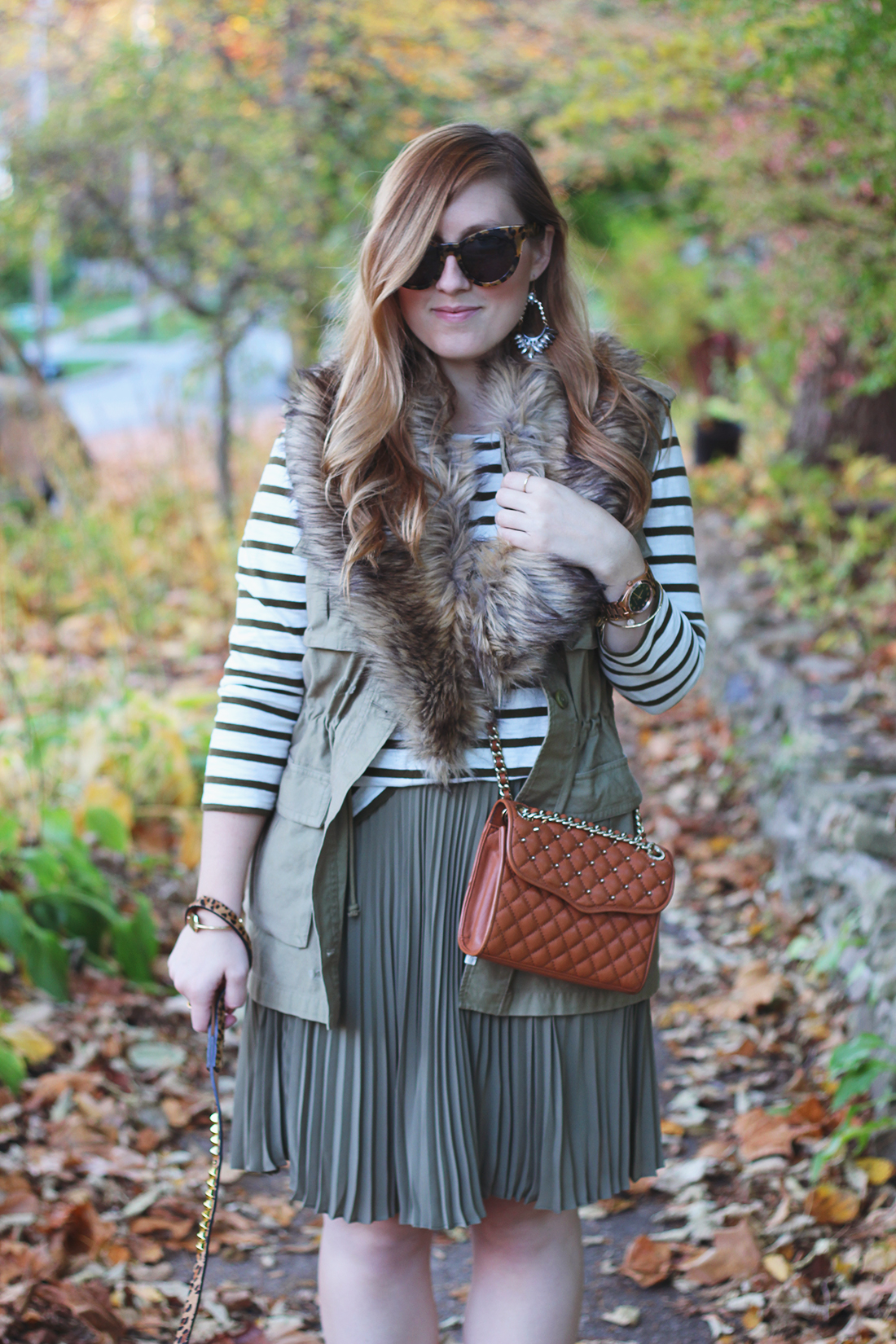 pleated-skirt-striped-shirt-faux-fur-stole-3