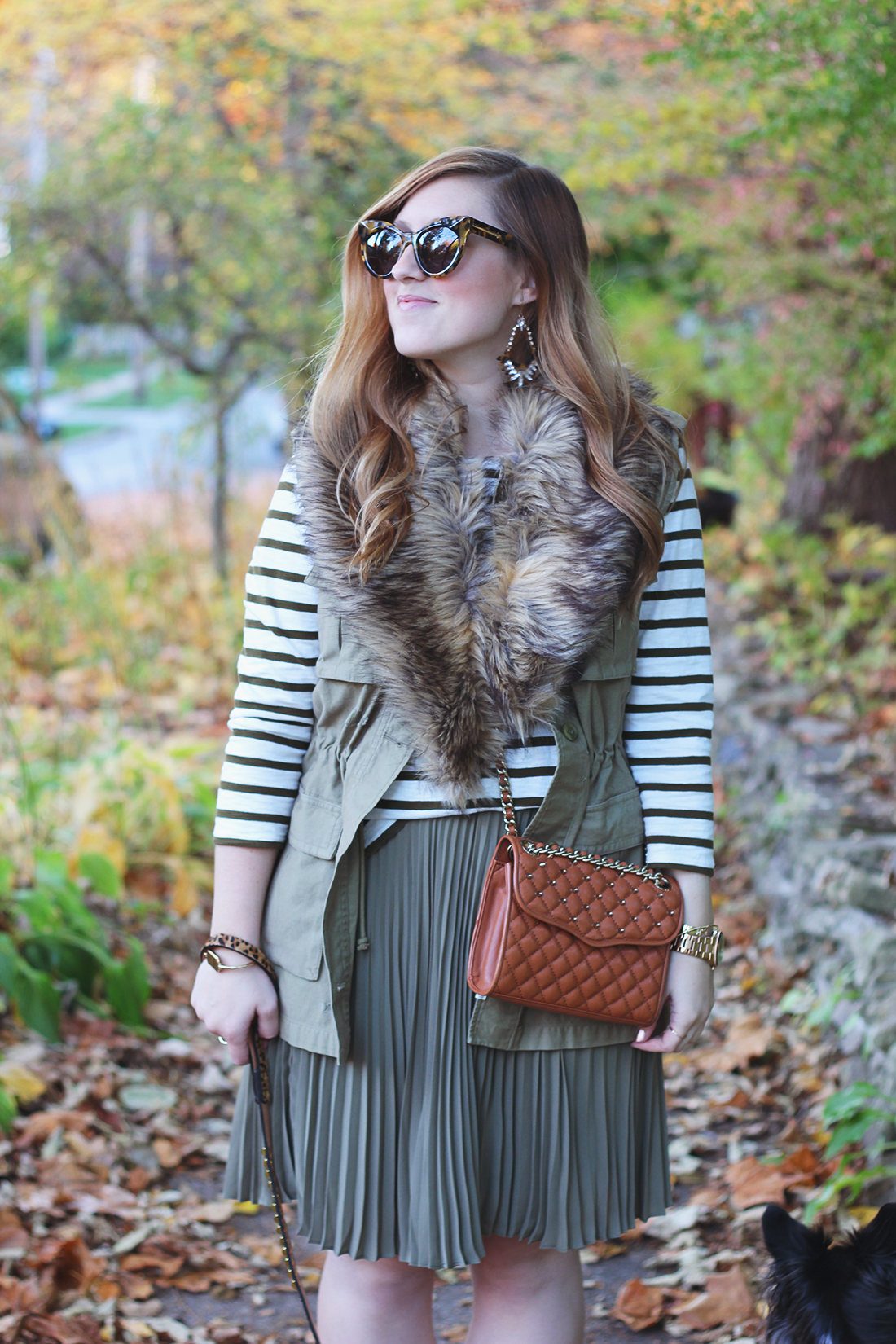 pleated-skirt-striped-shirt-faux-fur-stole-4