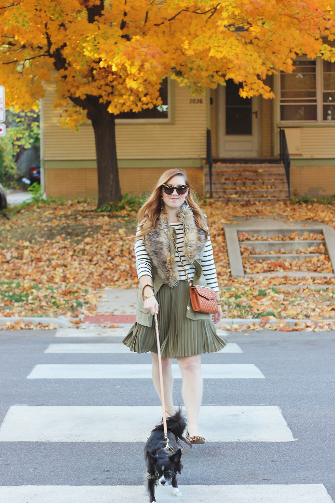 pleated-skirt-striped-shirt-faux-fur-stole-7