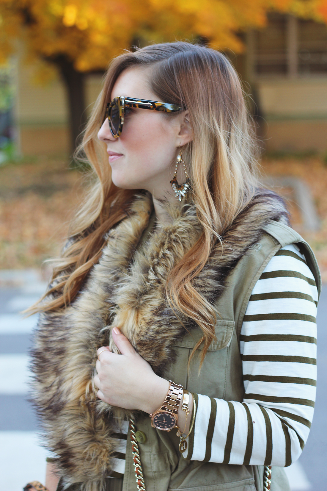 pleated-skirt-striped-shirt-faux-fur-stole-8