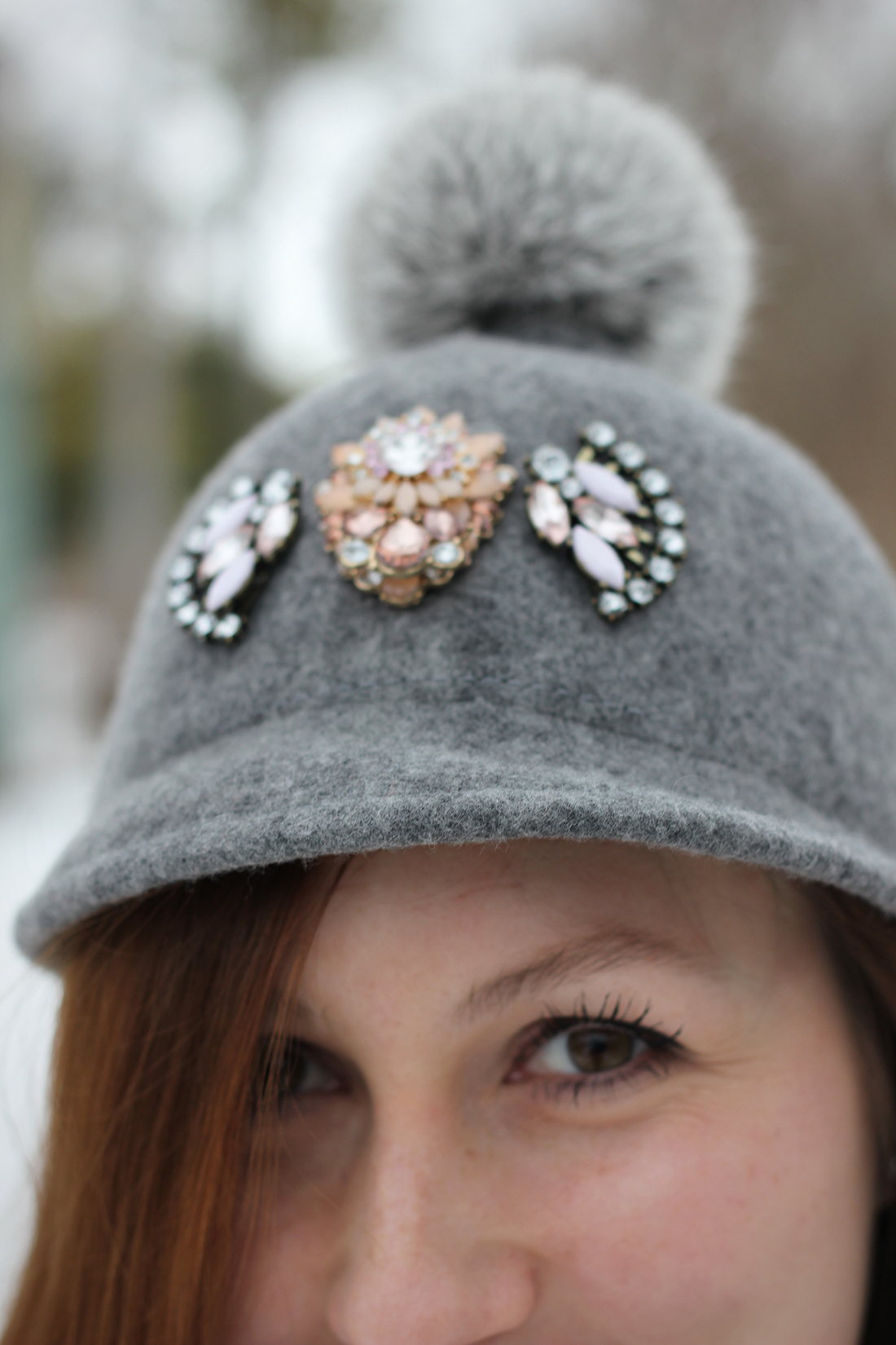 gray-outfit-diy-pompom-baseball-hat-3