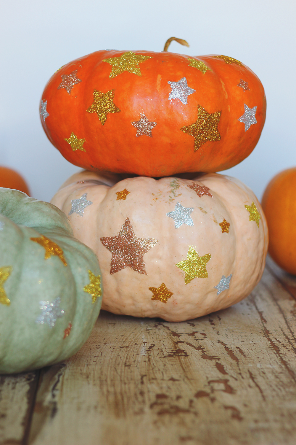 glitter-star-pumpkin-DIY-1