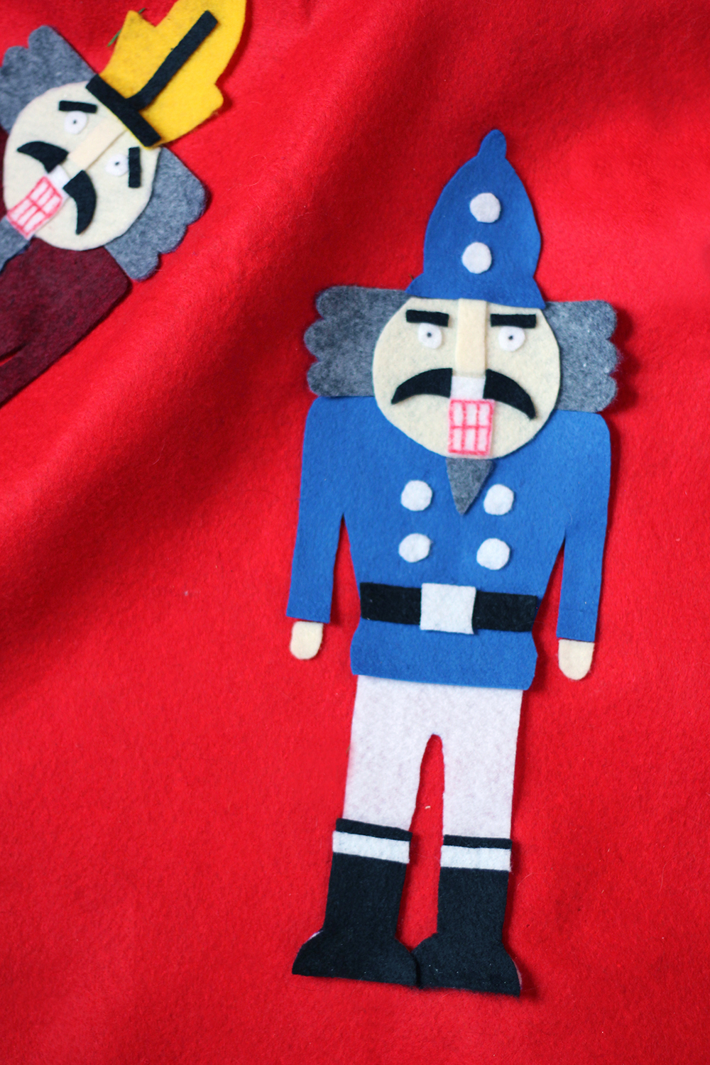 diy-felt-nutcracker-tree-skirt-11