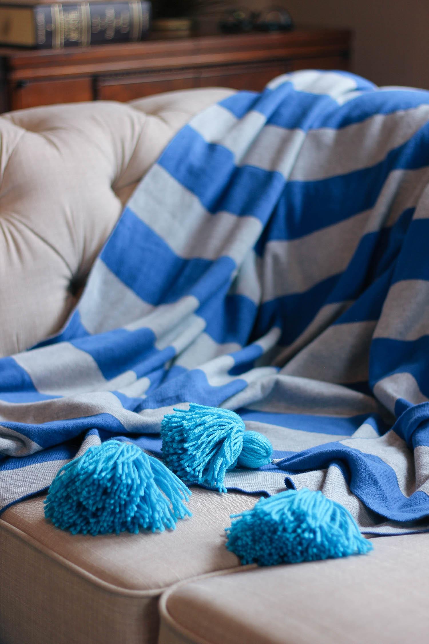diy-pom-pom-blanket-1