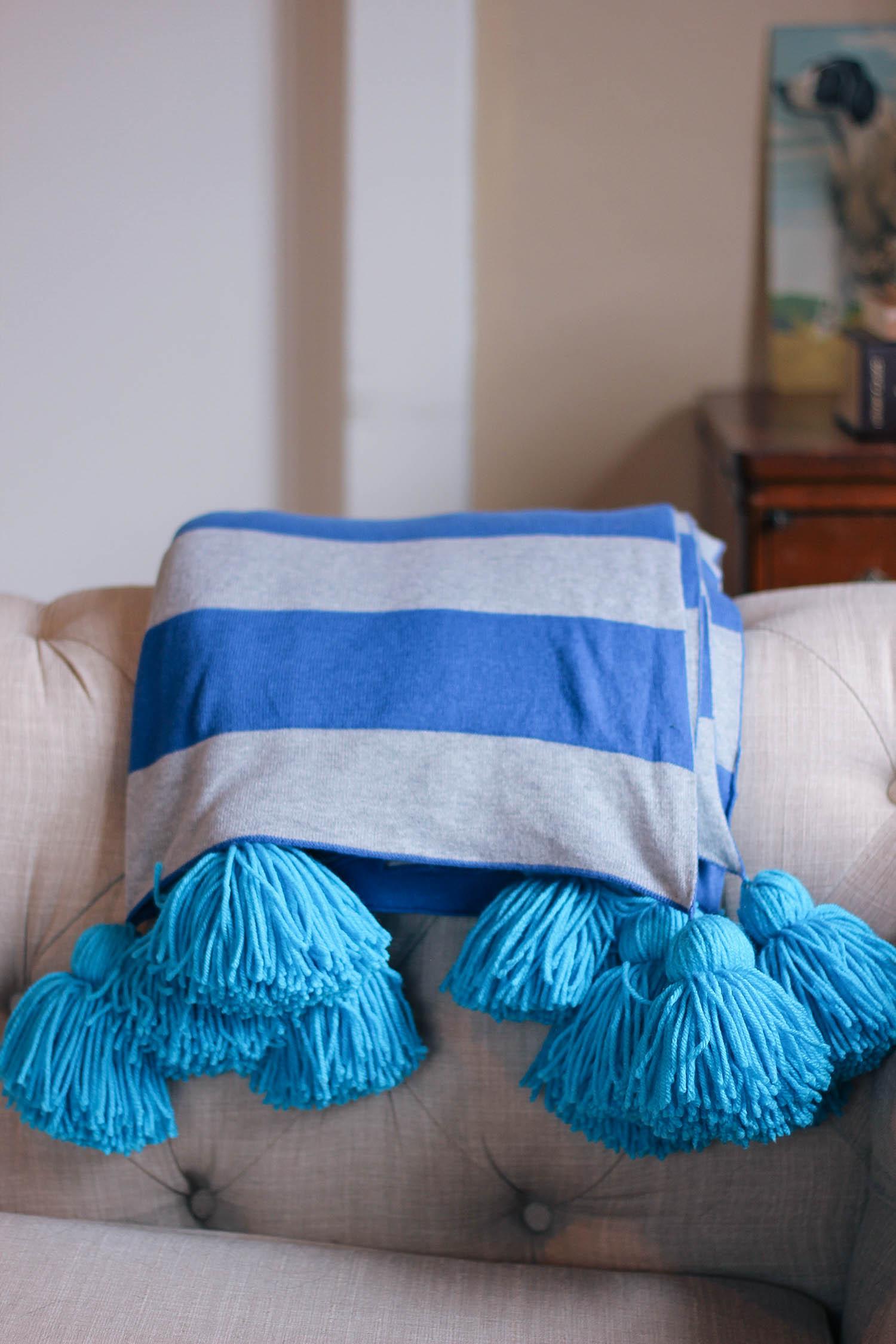 diy-pom-pom-blanket-4