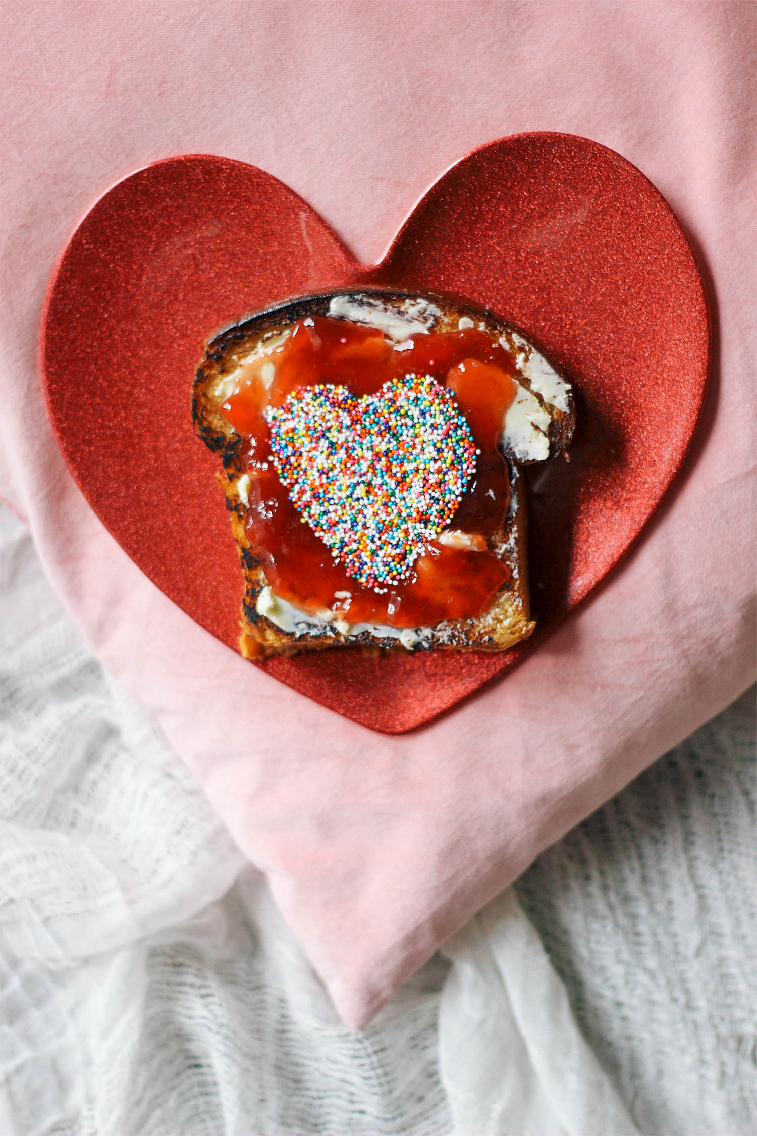 valentines-day-toast-breakfast-in-bed-1-3