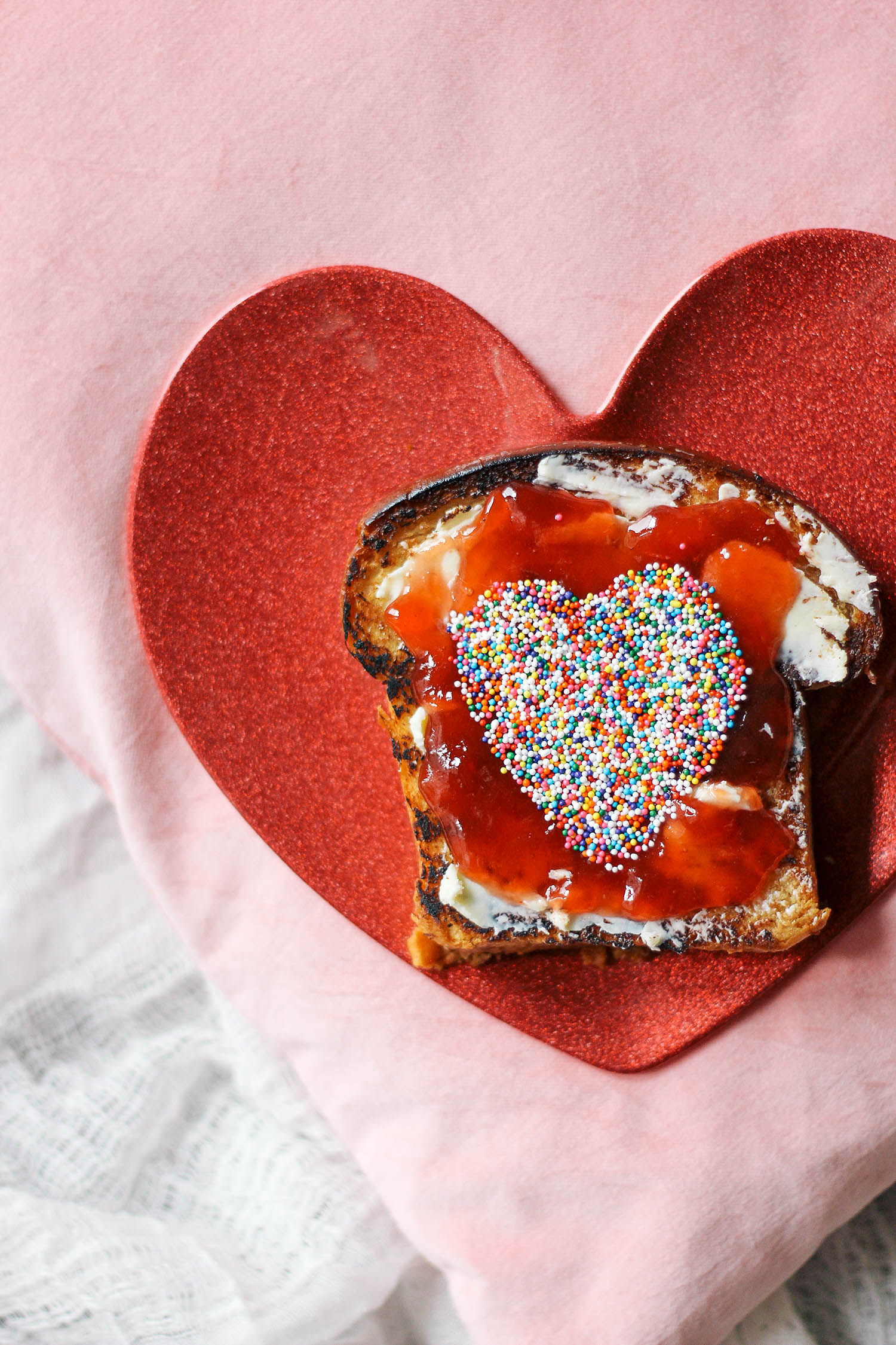valentines-day-toast-breakfast-in-bed-2-3