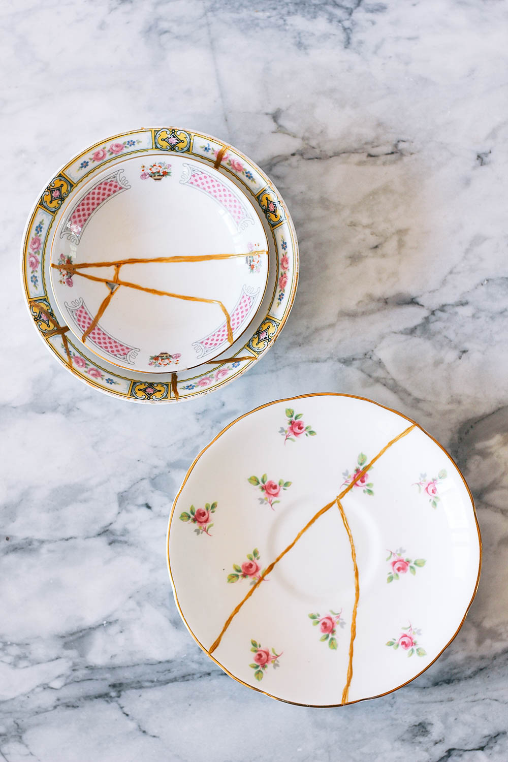Inspired by the traditional Japanese method of repairing broken dishes with gold, these kintusi ring dishes are a beautiful way to organize your jewelry. Get the full tutorial at HomemadeBanana.com #diy #ringdish #kintsugi #gold