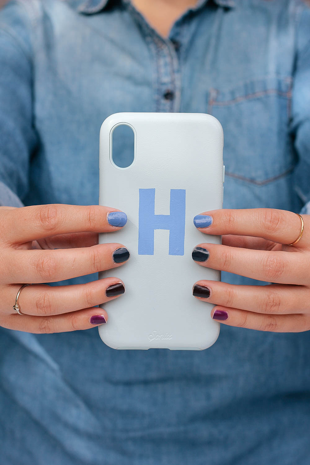 Personalize your phone with a designer-inspired case hand painted with a pretty monogram. Get the full tutorial at HomemadeBanana.com #craft #diy #phonecase #monogram