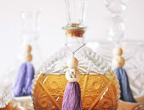Dress up your bar cart for the holidays with a set of tassel decanter labels. Get the full tutorial at HomemadeBanana.com #diy #tassel #barcart