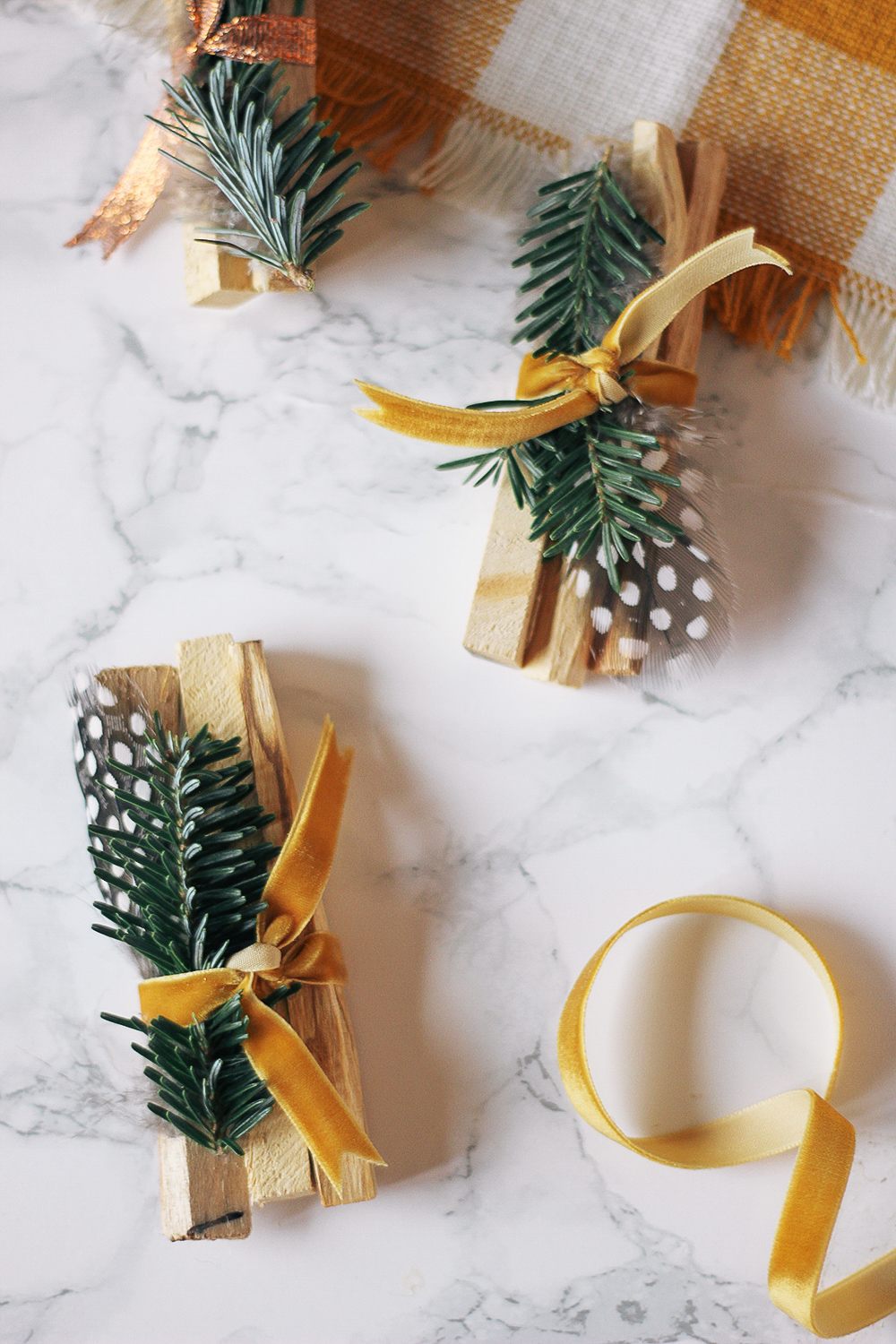 The perfect last-minute gift, these palo santo bundles are super chic and smell great! Get the full tutorial at HomemadeBanana.com #holiday #diygift