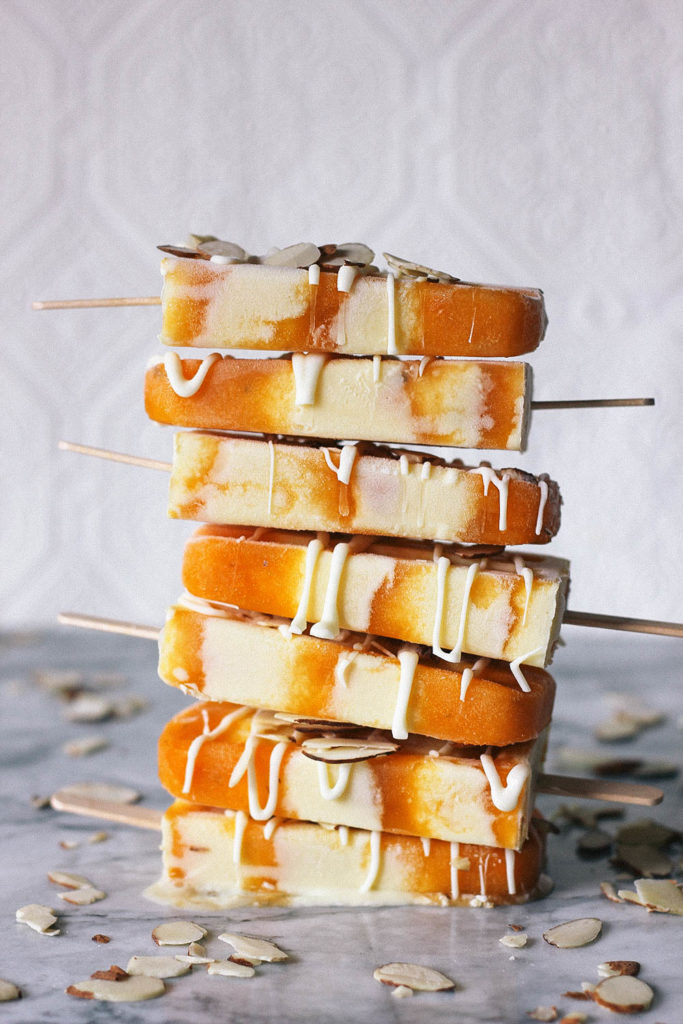 Take advantage of stone fruit season with this vanilla custard and apricot popsicle recipe from www.HomemadeBanana.com #apricot #popsicle #easydessertrecipe